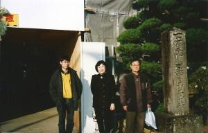 1番 霊山寺 の前で