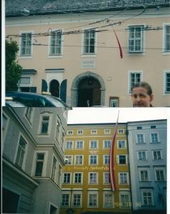 下 モーツァルトの生家4階 上 モーツァルトの住居