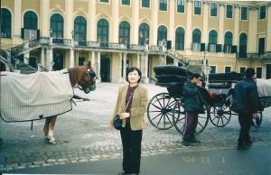 シェーンブルン宮殿 の前で