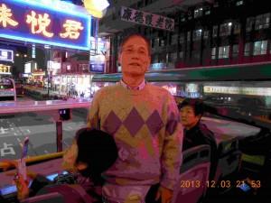 香港の2階建てバスで夜景を楽しむ