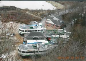ナイアガラの滝の霧の乙女号 Maid of the Mist ナイアガラの滝を遊覧する観光船