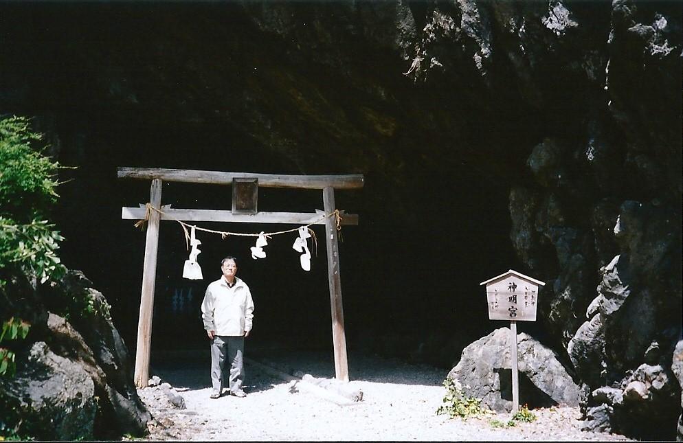御厨人窟室戸岬にほど近い洞窟(御厨人窟)で虚空蔵求聞持法に励んだ