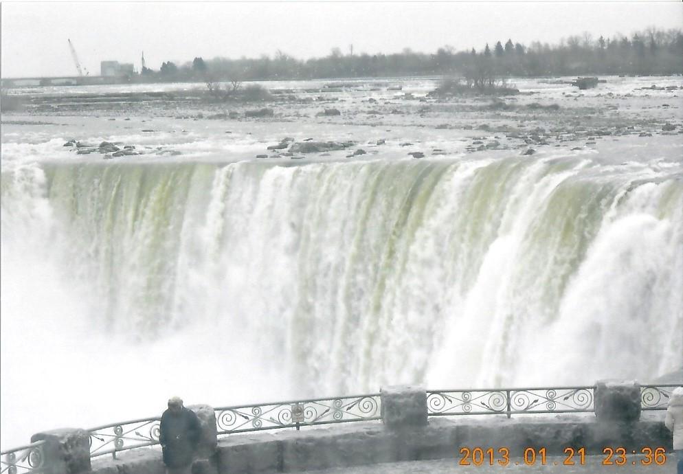 ナイアガラの滝  冬は水量が少ない