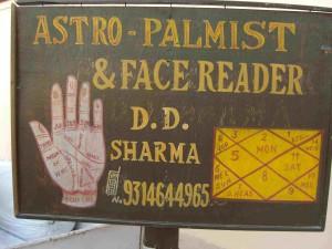 占い師の看板 ASTRO PALMIST & FACE READER