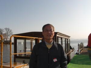 船に乗って、琵琶湖から桜を見た。