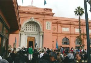 エジプト考古学博物館ツタンカーメンオウゴンノマスクなどが置いてある。近くのタハリール広場で革命が起きた