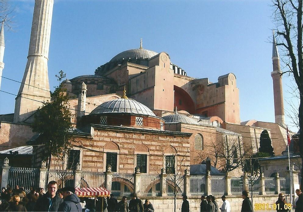 アヤソフィア大聖堂オスマントルコの栄華の象徴 ピンクモスク
