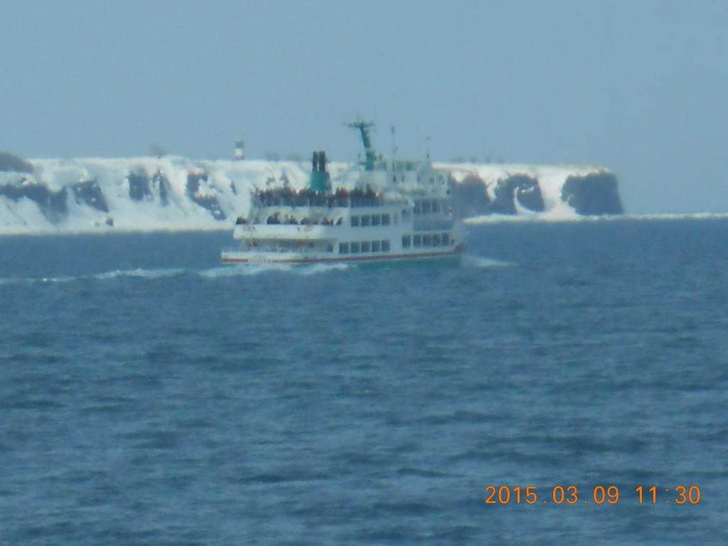 冬のオホーツク海の流氷砕氷船