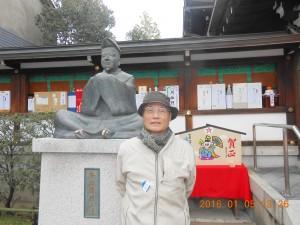 清明神社 安倍清明の像と一緒に